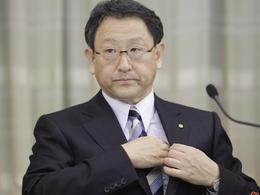Akio Toyoda, CEO de Toyota, se félicite que les véhicules hybrides aient aidé les survivants du tsunami