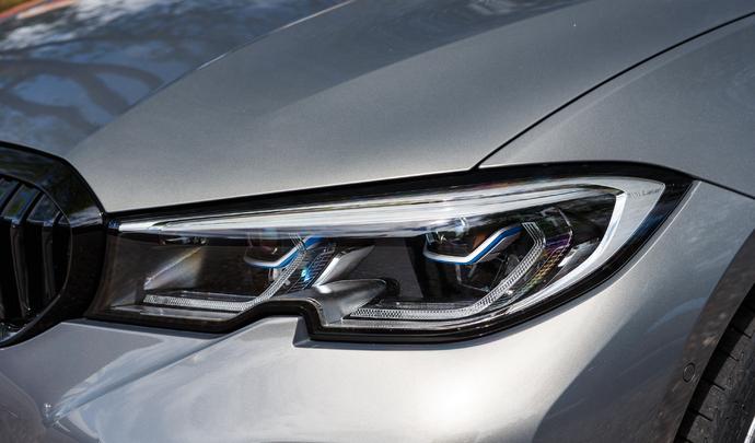BMW 320e : l'hybride rechargeable premium pour tous ? – Salon Caradisiac Électrique/Hybride 2021