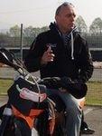 Supermotard: Gilles Salvador vous donne une leçon de pilotage... (partie 1).