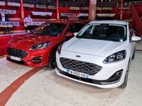 Ford Kuga FHEV et PHEV : l'outsider américain – Salon Caradisiac Électrique/Hybride 2021