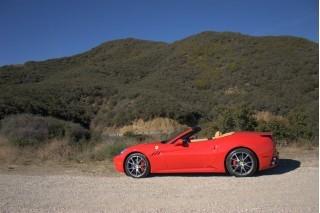 Ferrari California : bientôt la boite manuelle, des performances en léger retrait