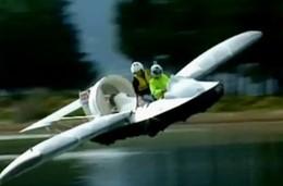 [Vidéo] Mieux qu'une auto amphibie : l'hovercraft volant !