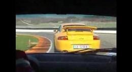 Vidéo : Grosse bourre entre une Lotus Elise et une Porsche GT3