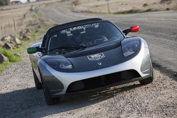 Le Tesla Roadster Tag Heuer prend la route à l'heure