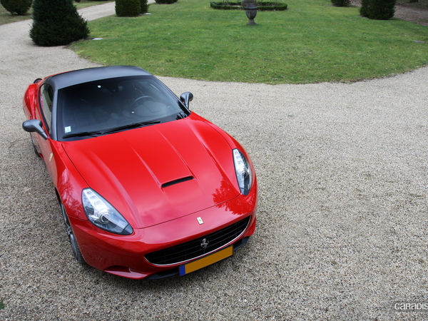 Photos du jour : Ferrari California