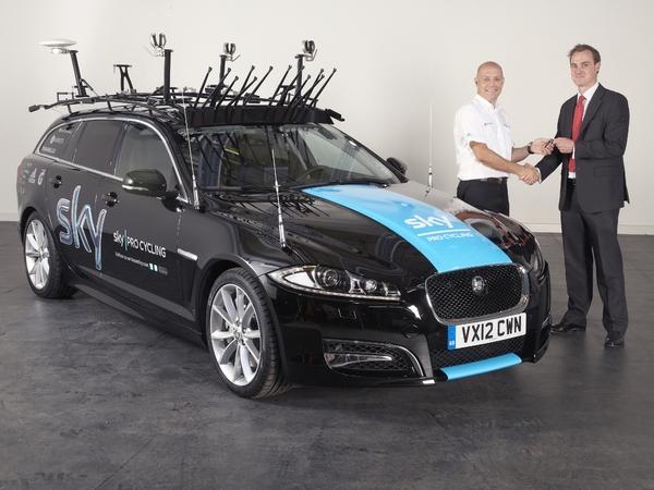 Une Jaguar XF Sportbrak sur le Tour de France 2012!