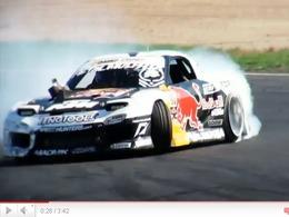 Mazda RX7 26B Redbull Racing : de la fumée, des flammes et des décibels