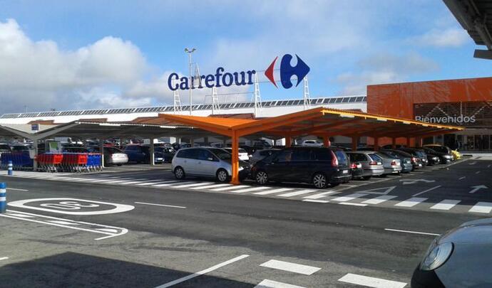 Carrefour : des bornes de recharge rapide sur les parkings des hypermarchés - Caradisiac.com