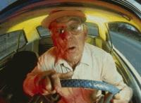 Suisse : un conducteur de 89 ans oublie sa femme dans un parking !