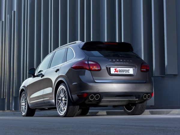 akrapovic une ligne d 39 chappement titane pour porsche cayenne turbo. Black Bedroom Furniture Sets. Home Design Ideas