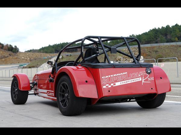 L'essai de la Caterham R300 Superlight en vidéo : banzaï