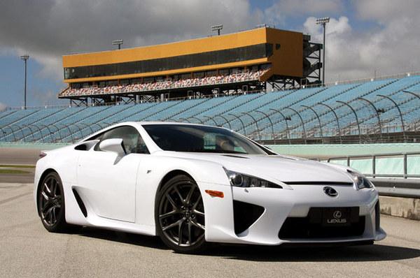 Rent a (super) car : louez la Lexus LFA pour 12 400 dollars par mois !