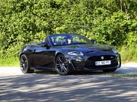 Vidéo - Les Virées Caradisiac en Jaguar XKR-S Cabriolet  : une voiture de fille à poils
