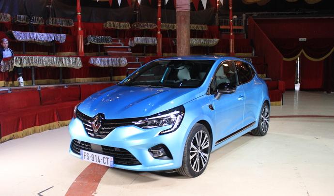 Renault Clio E-tech : la première Clio hybride - Salon Caradisiac Electrique/Hybride 2021