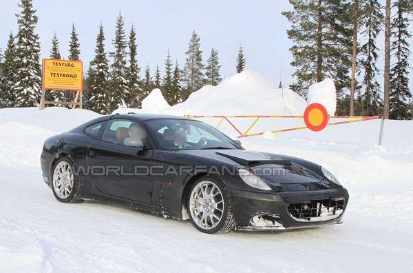 Future Ferrari Scaglietti : le mulet en test