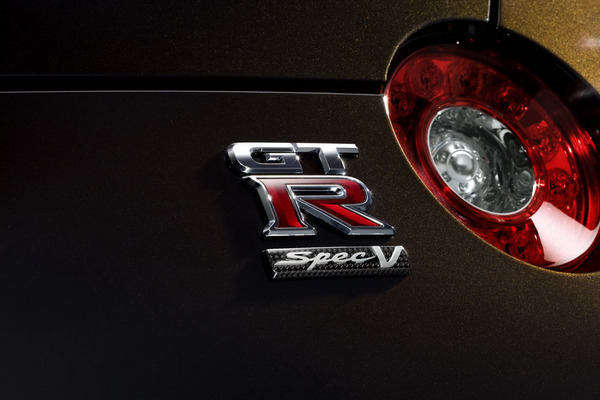 Nissan GT-R Spec V officielle : pour achever la Porsche GT2 (ajout vidéo)