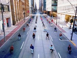 Photomontage : l'automobile moquée au profit des transports en commun