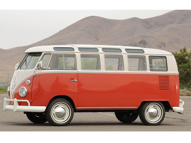 le volkswagen combi f te ses 65 ans. Black Bedroom Furniture Sets. Home Design Ideas