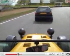Réveil Auto - Reeves Mk2 Golf vs Caterham Superlight R : ça chauffe à Brands Hatch