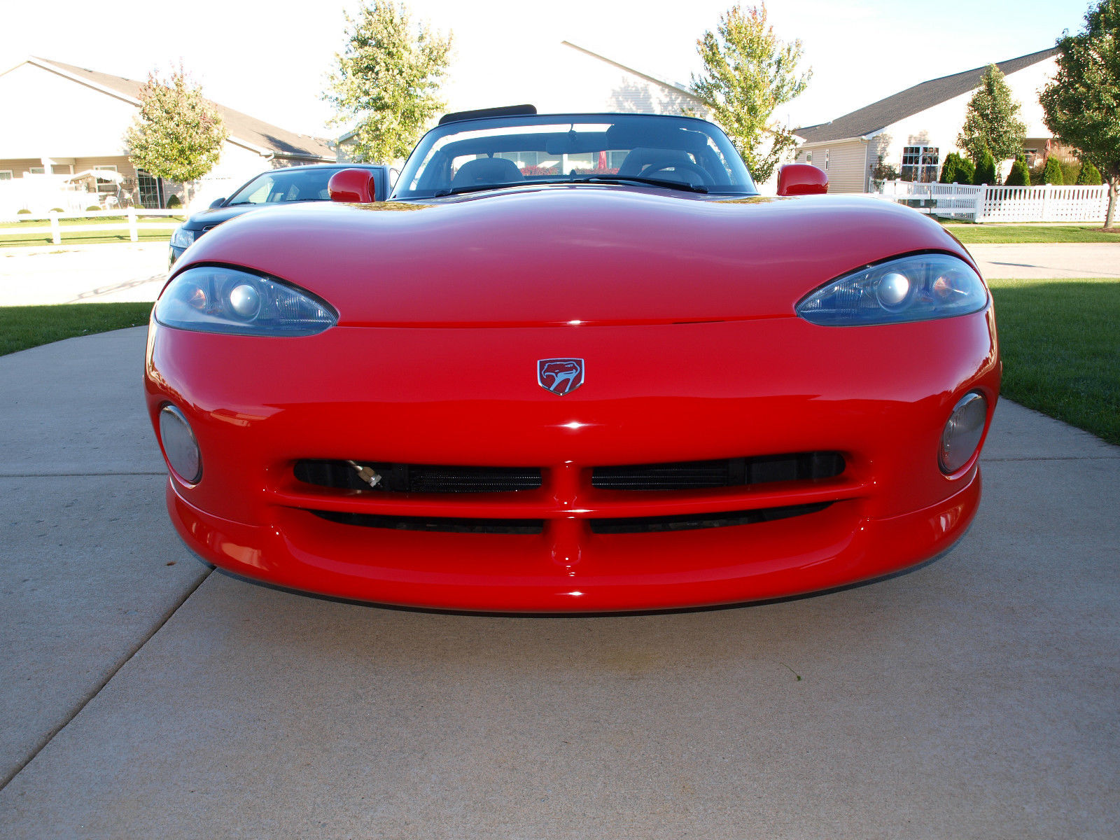 une dodge viper rt 10 avec seulement 811 km vendre 27500 hors taxes. Black Bedroom Furniture Sets. Home Design Ideas