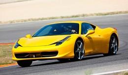 Megan Fox avec une italienne : la Ferrari 458 Italia dans Transformers 3