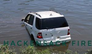Elle confond l'accélérateur et le frein puis plonge dans l'eau