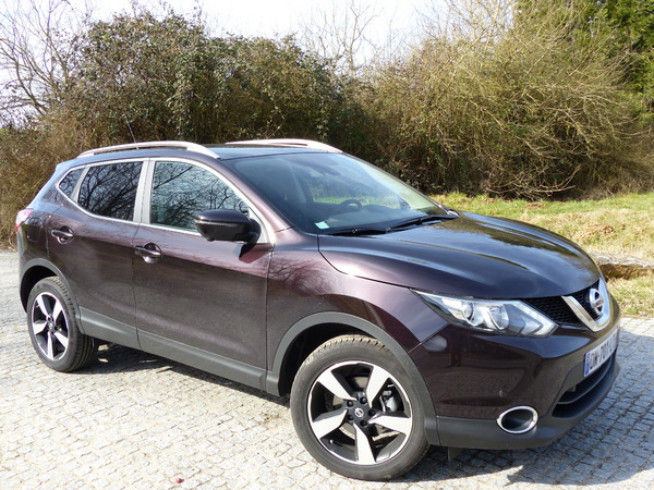 essai nissan qashqai 1 6 dig t 163 ch dynamique avec. Black Bedroom Furniture Sets. Home Design Ideas