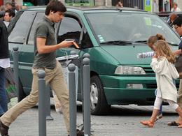 Les piétons au téléphone peut être verbalisés prochainement en Allemagne et pourquoi pas en France ?