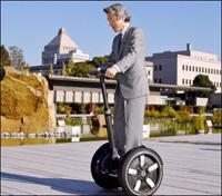 Le Premier ministre japonais roule en Segway