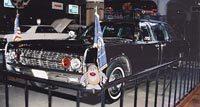 Les fanions de la voiture de JFK vendus 450 000 $