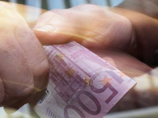 elle tente d 39 acheter son permis 500 euros d 39 amende et deux mois de prison avec sursis. Black Bedroom Furniture Sets. Home Design Ideas