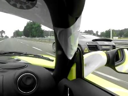 [Vidéo] La Tesla Roadster nargue l'Audi E-Tron pendant les 24 Heures du Mans