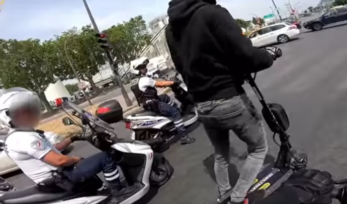 Il double la police en trottinette à plus de 80 km/h dans Paris