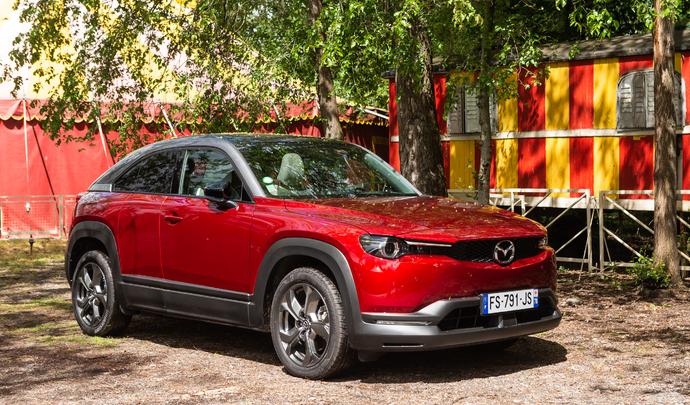 Mazda MX-30 : sans pareil – Salon Caradisiac Electrique/hybride 2021