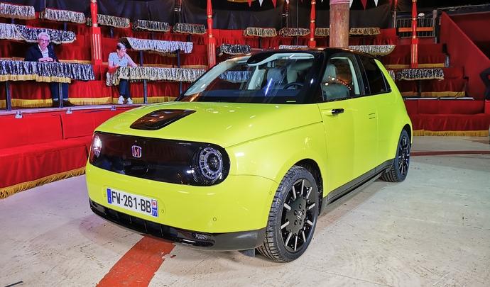 Honda e : la coqueluche - Salon Caradisiac Electrique/hybride 2021