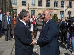 PSA: Michel Sapin accuse Nicolas Sarkozy