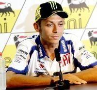 """Moto GP - Rossi: """"Cinq mois c'était bon pour jouer au foot!"""""""