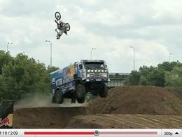 """Red Bull : """"et si on faisait se croiser en plein saut un camion Kamaz et une motocross ?"""""""