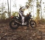 Video - Royal Enfield: l'Himalayan en images qui bougent