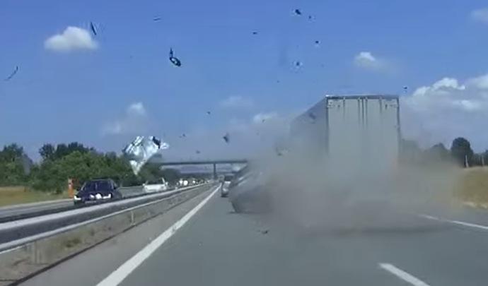 Un accident impressionnant sur l'autoroute A42