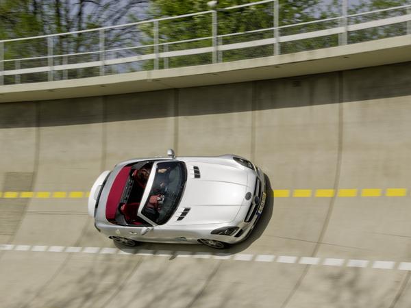 Les 1ères photos de la Mercedes SLS AMG Roadster: sublime, tout simplement!