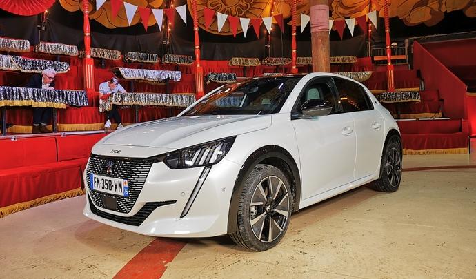 Peugeot e-208: une étoile est née - Salon Caradisiac Electrique/hybride 2021