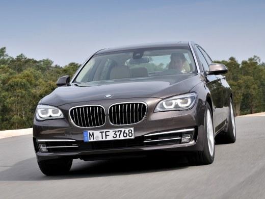 BMW prépare une M770iX de 475 ch
