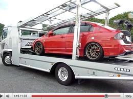 J's Racing : même leur camion-plateau est spectaculaire