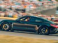 Porsche : la Taycan pourrait plus se vendre que la 911