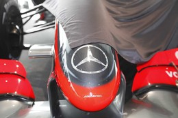 F1 : McLaren MP4-24 in, Ron Dennis out