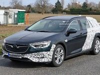 Le break baroudeur Opel Insignia Country Tourer sort du bois