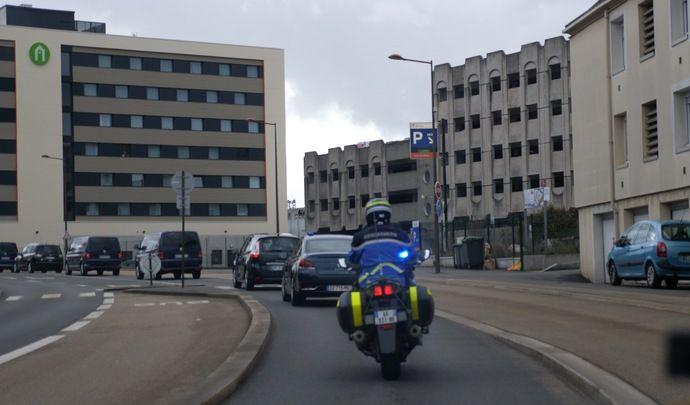 80 km/h - Excès de vitesse et feu rouge grillé pour le convoi d'Edouard Philippe (vidéo)