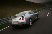 La Nissan GT-R métamorphosée: un SUV et une berline en 2011