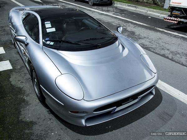 Photos du jour : Jaguar XJ220 (Rétromobile)